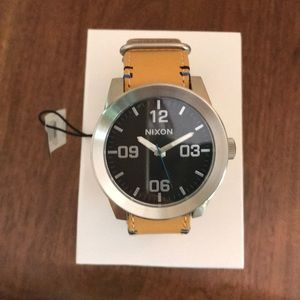 Nixon Corporal Watch with leather band - NEW